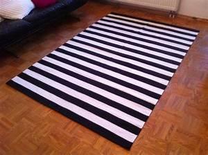 Teppich Schwarz Weiß : teppich gestreift haus deko ideen ~ A.2002-acura-tl-radio.info Haus und Dekorationen