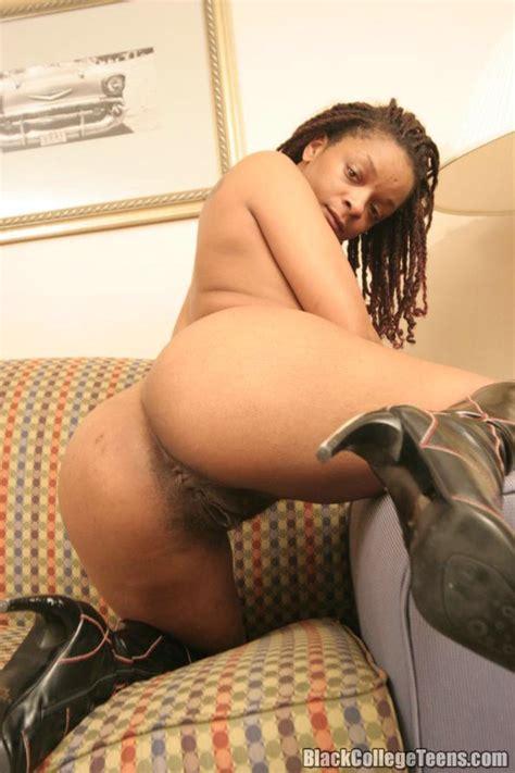 Black Girl Jewels Spreads Her Legs Wide To Xxx Dessert