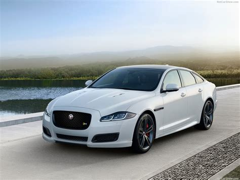 Jaguar Xe R-sport Takes On The Bmw 3 Series