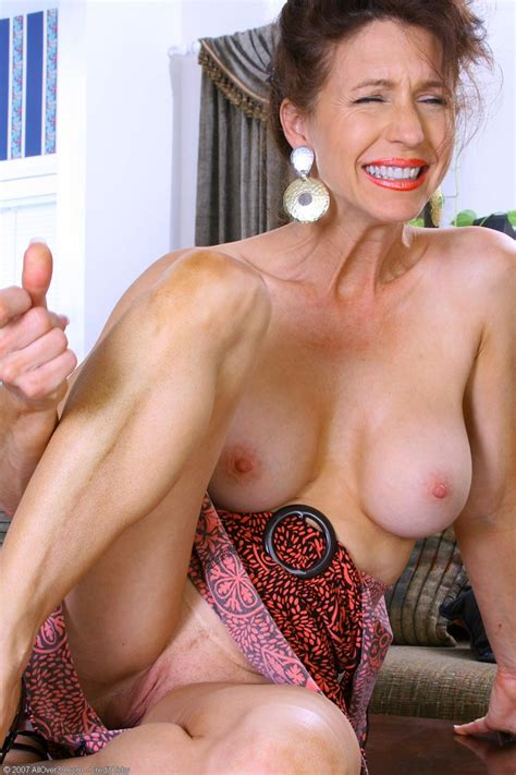 Classy Milf Shows Big Round Tits And Shaved Twat