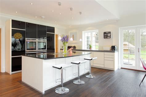 these 20 stylish kitchen island family kitchen design ideas 28 images transitional