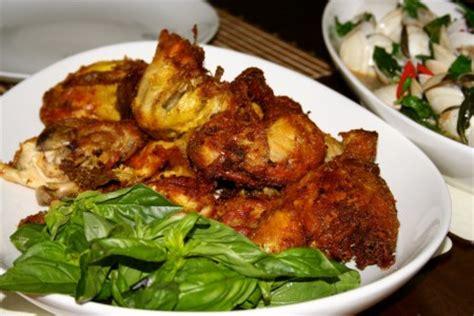 Secukupnya minyak goreng / sayur. Resep Cara Membuat Ayam Goreng Bumbu Kuning - Resep ...
