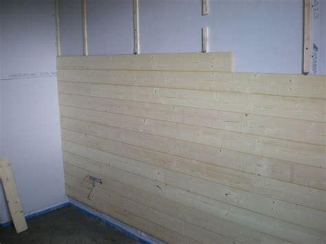 mur lambris bois blanc mzaol