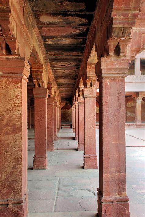 gambar arsitektur struktur kayu bangunan istana