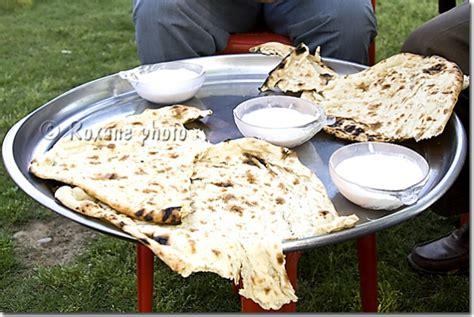 cuisine kurde photo kurde et yaourt kurdish bread and yogurt
