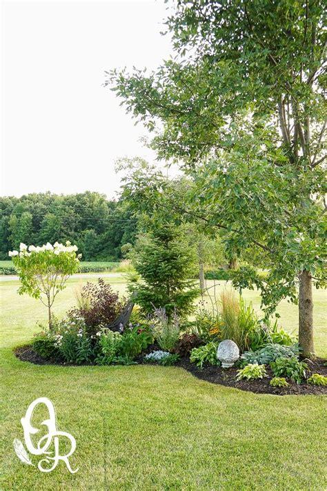 small flower bed trees oliver y rust las flores coloridas y una actualizaci 243 n de topillo jardines y flores
