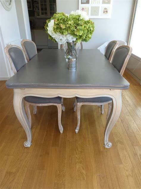 table et chaise b b 1000 idées à propos de peindre de vieux meubles sur