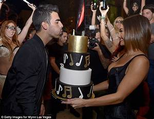 Joe Jonas continues his 25th birthday celebrations with a ...