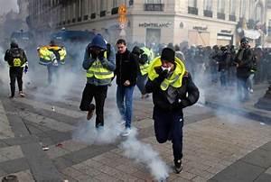 Paris yellow vest protest bring scuffles, police tear gas ...