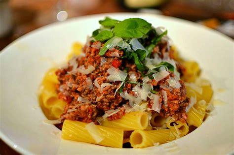 la vraie cuisine italienne pâtes à la sauce bolognaise maison la véritable recette