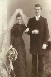A history of the white wedding dress thenaturalbride39s blog for Origin of white wedding dress