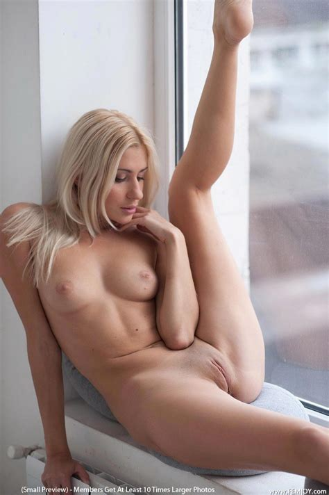 Nude Femjoy Blonde Shows Sexy Ass Erotiq Links