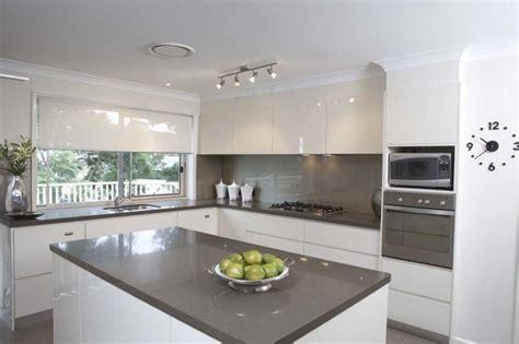 kitchen tiles pics vogue kitchens caesarstone classico 3350 walnut 3350