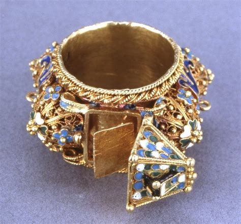 eastern european jewish wedding ring with a hinged roof