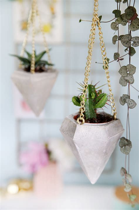 diy beton diamant als plant hanger fuer mini kakteen