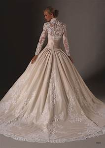 winter wedding full sleeved white wedding floral gown With winter lace wedding dresses