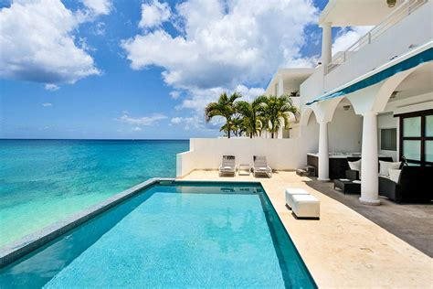 luxury retreats   place  book   villa