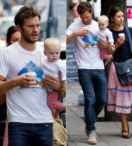 aww shades  grey star jamie dornan unterwegs mit baby
