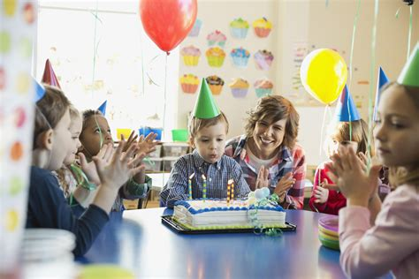 tips for planning a preschool birthday 655 | 485208471 56a777c95f9b58b7d0eabce4