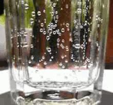 carbonated water - Wiktionary