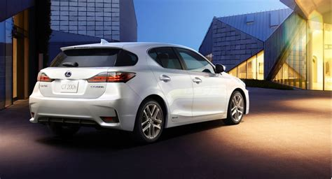 lexus hatchback 2014 2014 lexus ct 200h gets the spindle grille
