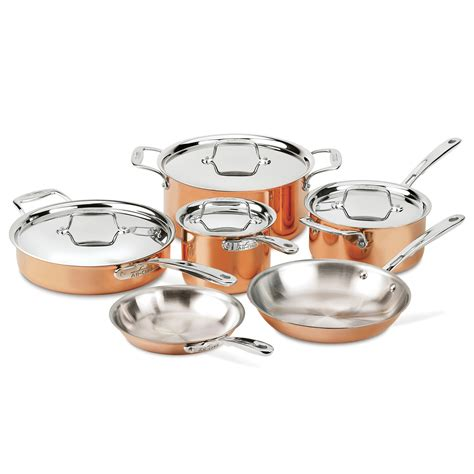 clad  copper  piece cookware set sur la table