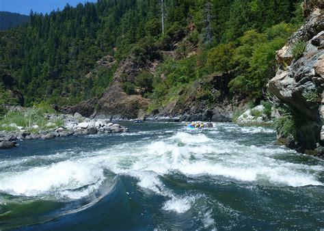 womens rafting   rogue river oregon sierra club