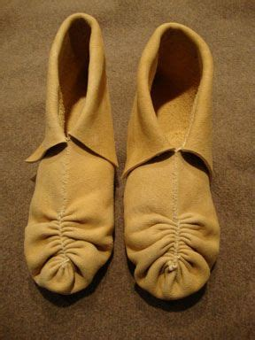 center seam pucker toe moccasins historical