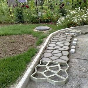 decoration jardin pas cher a faire soi meme en beton coule With allee de jardin pas cher