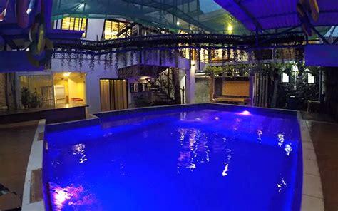 airbnb  swimming pool