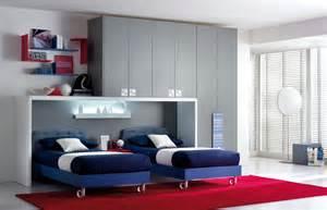 Camere per ragazzi ikea con un design moderno e il colore blu ci sono due letti armadi