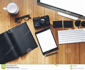 Image Bureau Travail : photo d 39 espace de travail moderne avec l 39 cran de bureau photo stock image 61343806 ~ Melissatoandfro.com Idées de Décoration