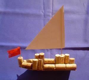 Schiff Basteln Holz : segelschiff aus holz und korken natur basteln meine enkel und ich made with ~ Frokenaadalensverden.com Haus und Dekorationen