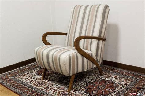 poltrona in tessuto poltrona in tessuto con braccioli in legno stile anni 50