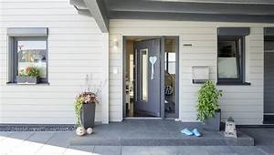 Eingangsbereich Außen Dekorieren : einfach moderner eingangsbereich aussen fr modern mit zus tzlichen schwarz und wei garten ~ Buech-reservation.com Haus und Dekorationen