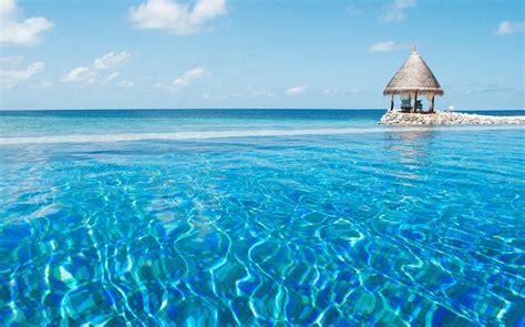 canape meridienne convertible hotel vivanta by taj coral reef aux maldives mer turquoise