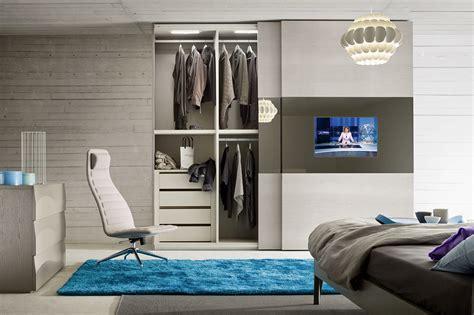 armadio con tv armadio con tv incorporato nell anta scorrevole anta led