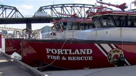 Fire Boats In Portland Oregon by Portland Fire And Rescue Christens New Boats Katu