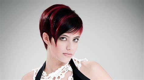 sleek short haircut      fuchsia streaks