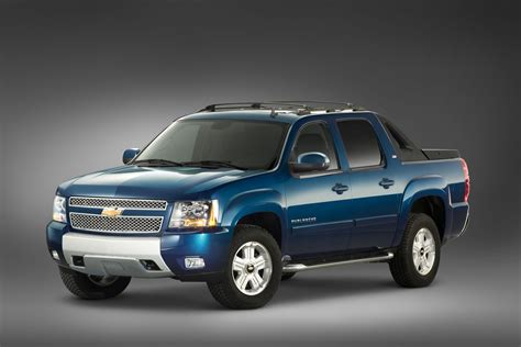 2012 chevrolet avalanche information and 2012 chevrolet avalanche chevy safety review and crash