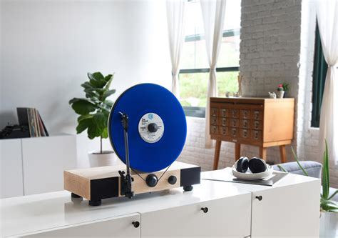 Floating Vinyl Record Player!? | Axita Limited