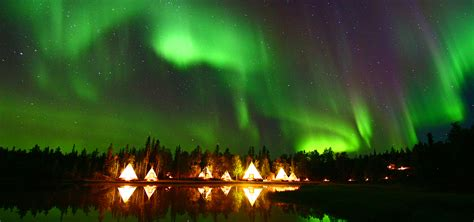 northern lights tours canada vacations to yellowknife
