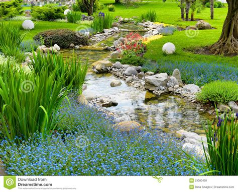 Asiatischer Garten Mit Teich Stockfoto