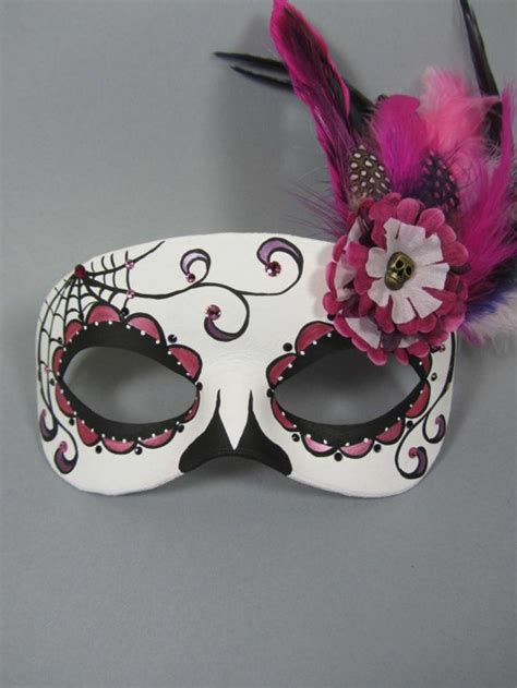 designer sessel gruselige masken als bastelidee zu