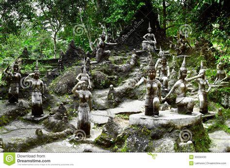 Der Garten Oder Das Garten by Engelsstatue Im Buddha Magie Garten Thailand Stockfoto