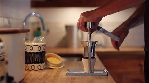 • 18 480 просмотров 2 года назад. 05-ROK-grinder - Espresso Unplugged