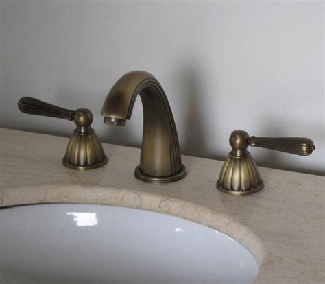 Antique Brass Three Hole Bathroom Vanity Faucet UVLFZT1078