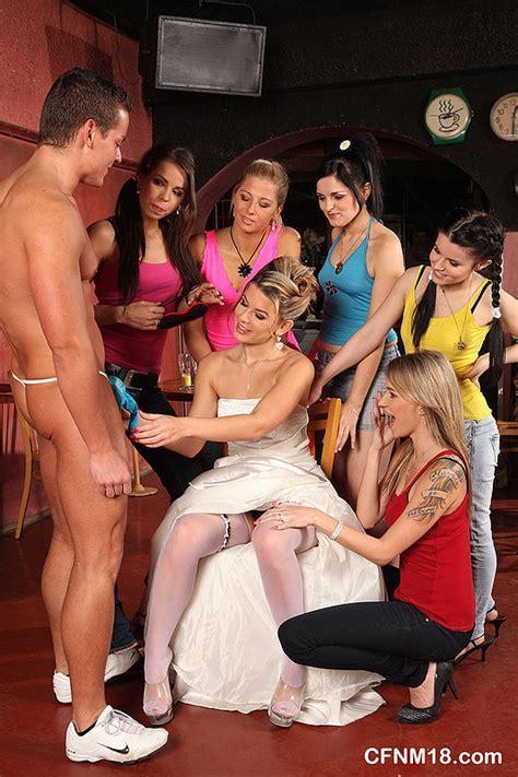 Секс девишник со стриптизером на закрытой вечеринки перед свадьбой