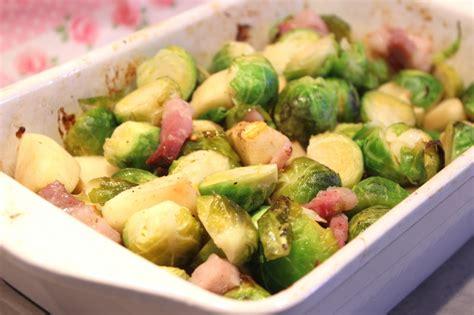 cuisiner des lardons choux de bruxelles rôtis aux pommes et lardons pour ceux