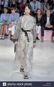 La Mode Est A Vous Printemps Ete 2018 : milan italie sep 21 2018 milan fashion week printemps t 2019 femmes de la mode d fil ~ Farleysfitness.com Idées de Décoration